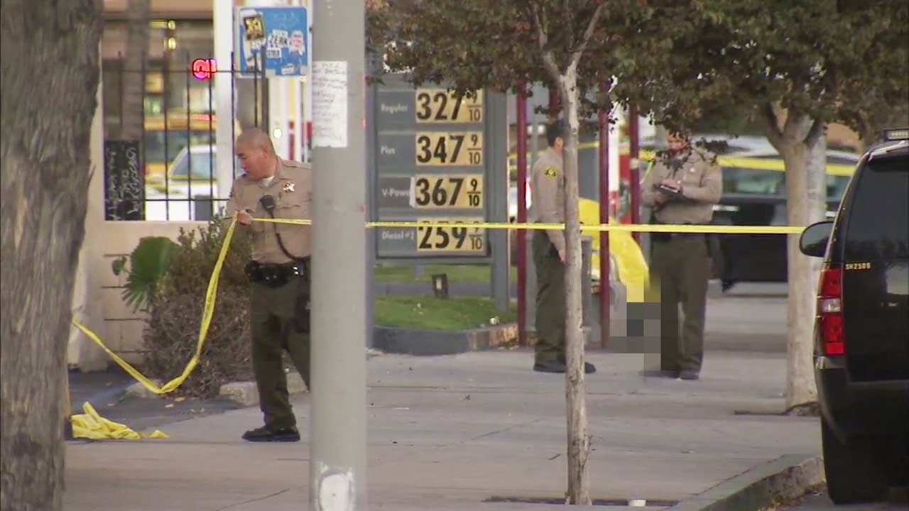 Deputies investigate a scene in Lynwood where the body of a man was found at a bus stop on Saturday, Dec. 26, 2015.