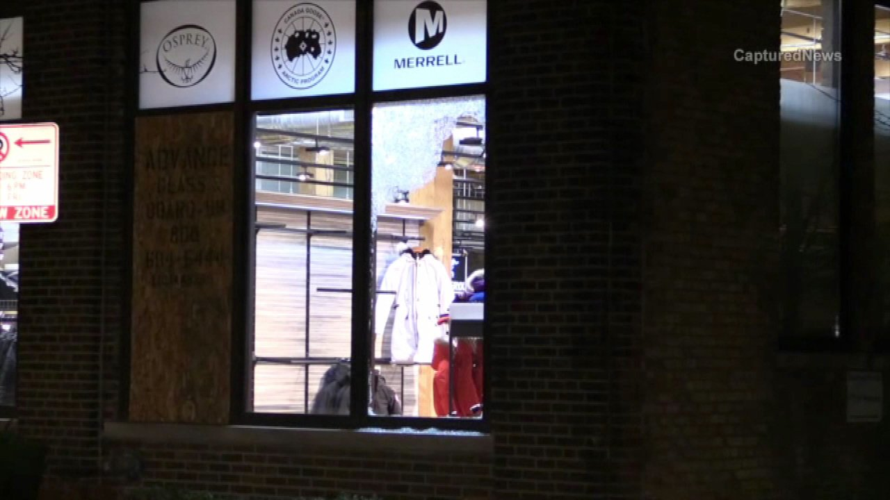 Smash-and-grab burglars struck a store in Chicago's Lincoln Park neighborhood for the third time in two weeks.