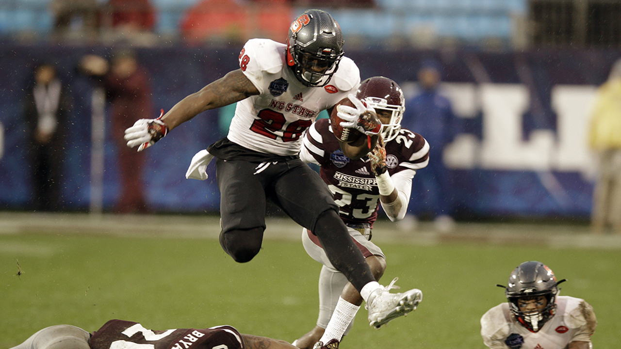 North Carolina State's Jaylen Samuels runs for a touchdown against Mississippi State.