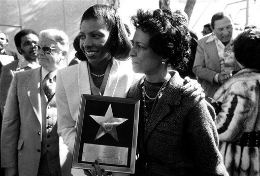 """<div class=""""meta image-caption""""><div class=""""origin-logo origin-image none""""><span>none</span></div><span class=""""caption-text"""">Natalie Cole, left, and her mother, Maria show off the star presented to her at Hollywood's Walk of Fame in 1979. (AP Photo/George Brich) (AP Photo/ George Brich)</span></div>"""