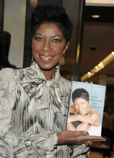 """<div class=""""meta image-caption""""><div class=""""origin-logo origin-image none""""><span>none</span></div><span class=""""caption-text"""">Natalie Cole arrives at a book signing for her recently released memoir """"LOVE BROUGHT ME BACK: A Journey of Loss and Gain"""" in 2010. (AP Photo/Dan Steinberg) (AP Photo/ Dan Steinberg)</span></div>"""