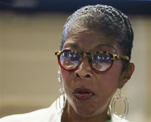 """<div class=""""meta image-caption""""><div class=""""origin-logo origin-image none""""><span>none</span></div><span class=""""caption-text"""">Natalie Cole during a 2015 news conference in the Philippines. (AP Photo/Bullit Marquez) (AP Photo/ Bullit Marquez)</span></div>"""