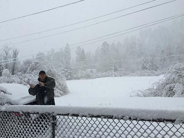 "<div class=""meta image-caption""><div class=""origin-logo origin-image kabc""><span>KABC</span></div><span class=""caption-text"">ABC7 viewer Cory Drouillard shared this photo of snow in Big Bear on Tuesday, Jan. 5, 2016. (ABC7 viewer Cory Drouillard)</span></div>"