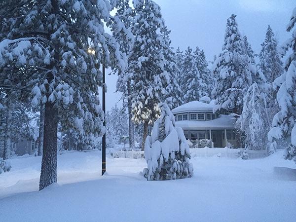 "<div class=""meta image-caption""><div class=""origin-logo origin-image kabc""><span>KABC</span></div><span class=""caption-text"">Fresh snow fell in Big Bear as the El Nino driven storm rolled across Southern California mountains. (Carol Kleiner)</span></div>"