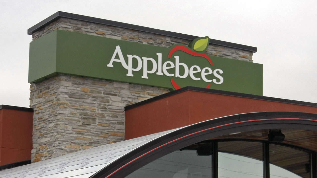 ** FILE ** The Applebee's location in St. Peters, Mo. is seen in this Sept. 26, 2007 file photo. Shareholders of Applebee's International Inc.