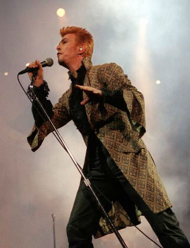 """<div class=""""meta image-caption""""><div class=""""origin-logo origin-image none""""><span>none</span></div><span class=""""caption-text"""">Entertainer David Bowie performs during a concert celebrating his 50th birthday Thursday, Jan. 9, 1997, at Madison Square Garden in New York. (AP Photo/Ron Frehm) (AP Photo/ RON FREHM)</span></div>"""