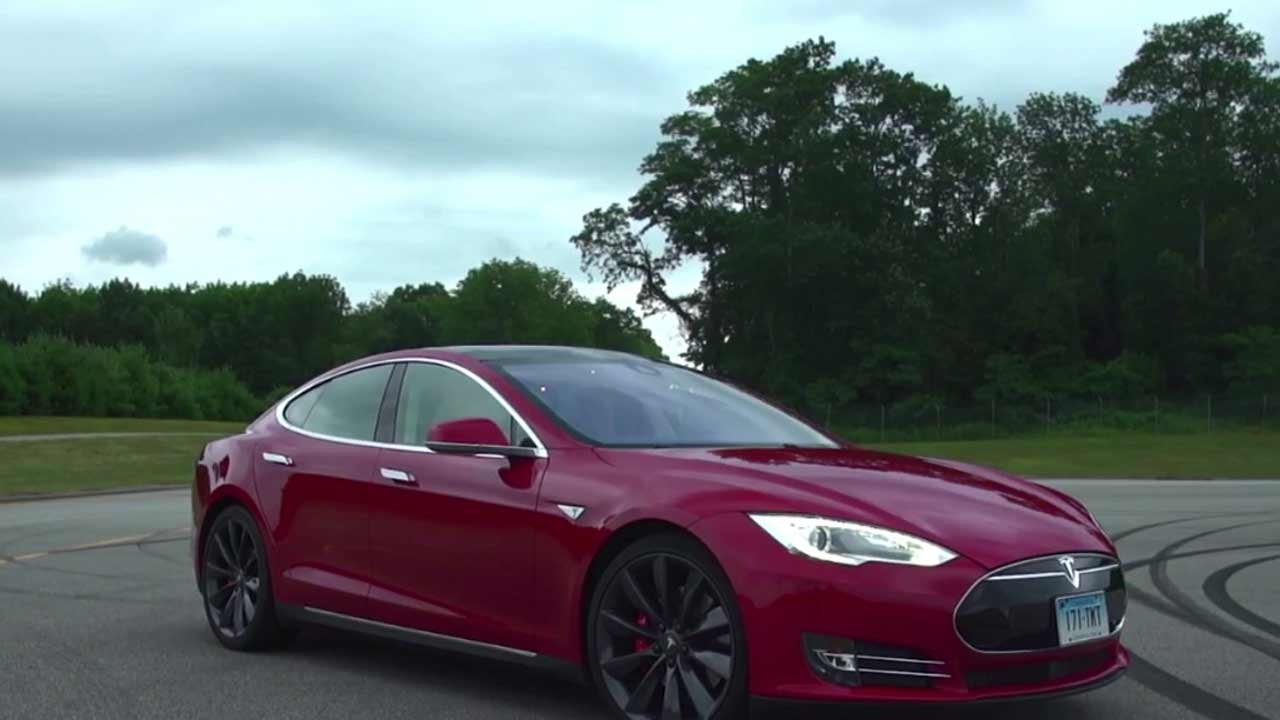 Owners of the Tesla Model S sedan and Model X SUV can now stand within 10 feet and direct the car to park itself using the key fob or Tesla's smartphone app.