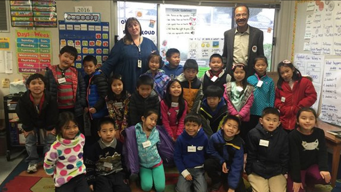 Weather anchor Spencer Christian takes a photo with Ms. Sacha's 2nd grade class at Robert Louis Stevenson School