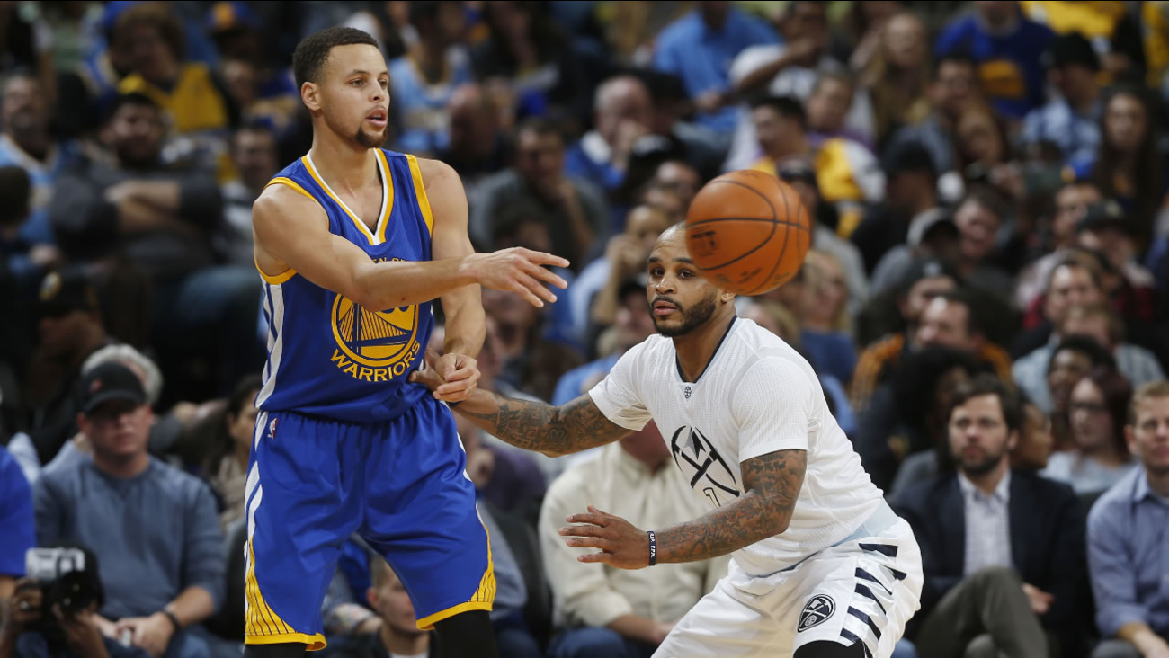 Golden State Warriors guard Stephen Curry (30), left, passes the ball as Denver Nuggets guard Jameer Nelson (1) defends during a basketball game Wednesday, Jan. 15, 2016.