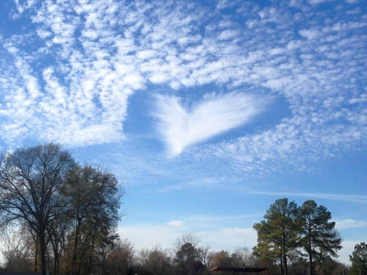 """<div class=""""meta image-caption""""><div class=""""origin-logo origin-image none""""><span>none</span></div><span class=""""caption-text"""">Several of you sent us photos of this interesting cloud formation, some saying it looked like a heart, others saying feathers.  Send your photos to us a news@abc13.com (Photo/iWitness Reports)</span></div>"""