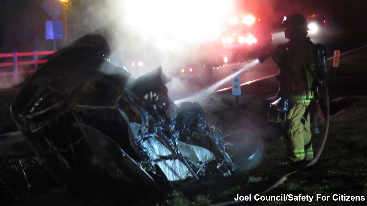 Jamie Foxx pulls trapped driver from fiery wreck in Hidden