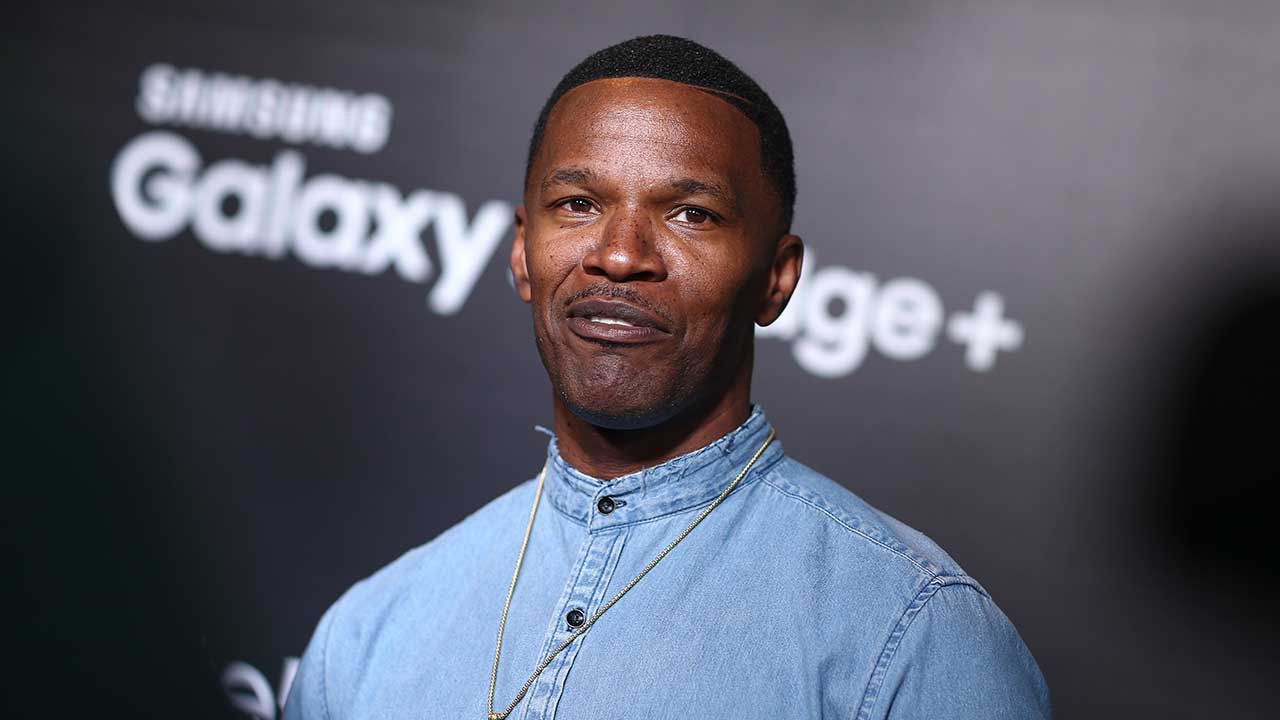Jamie Foxx pulls trapped driver from fiery car wreck in ...