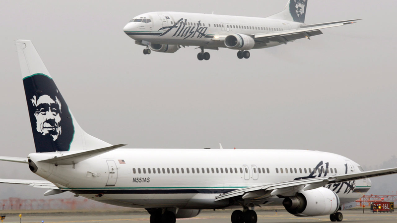 Passenger strips naked on Alaskan Airlines - One News Page