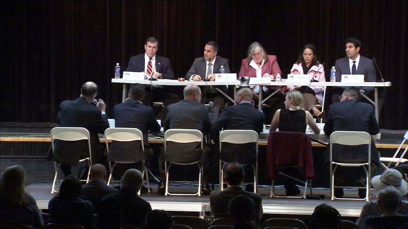 Officials with the Southern California Gas Company and California Public Utilities Commission answer questions at a hearing in Granada Hills on Thursday, Jan. 21, 2016.