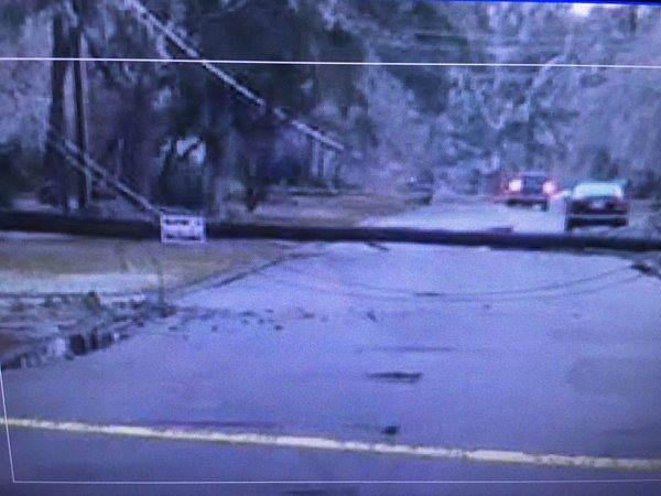 "<div class=""meta image-caption""><div class=""origin-logo origin-image none""><span>none</span></div><span class=""caption-text"">Closer look at a tree blocking a street in #Fayetteville</span></div>"