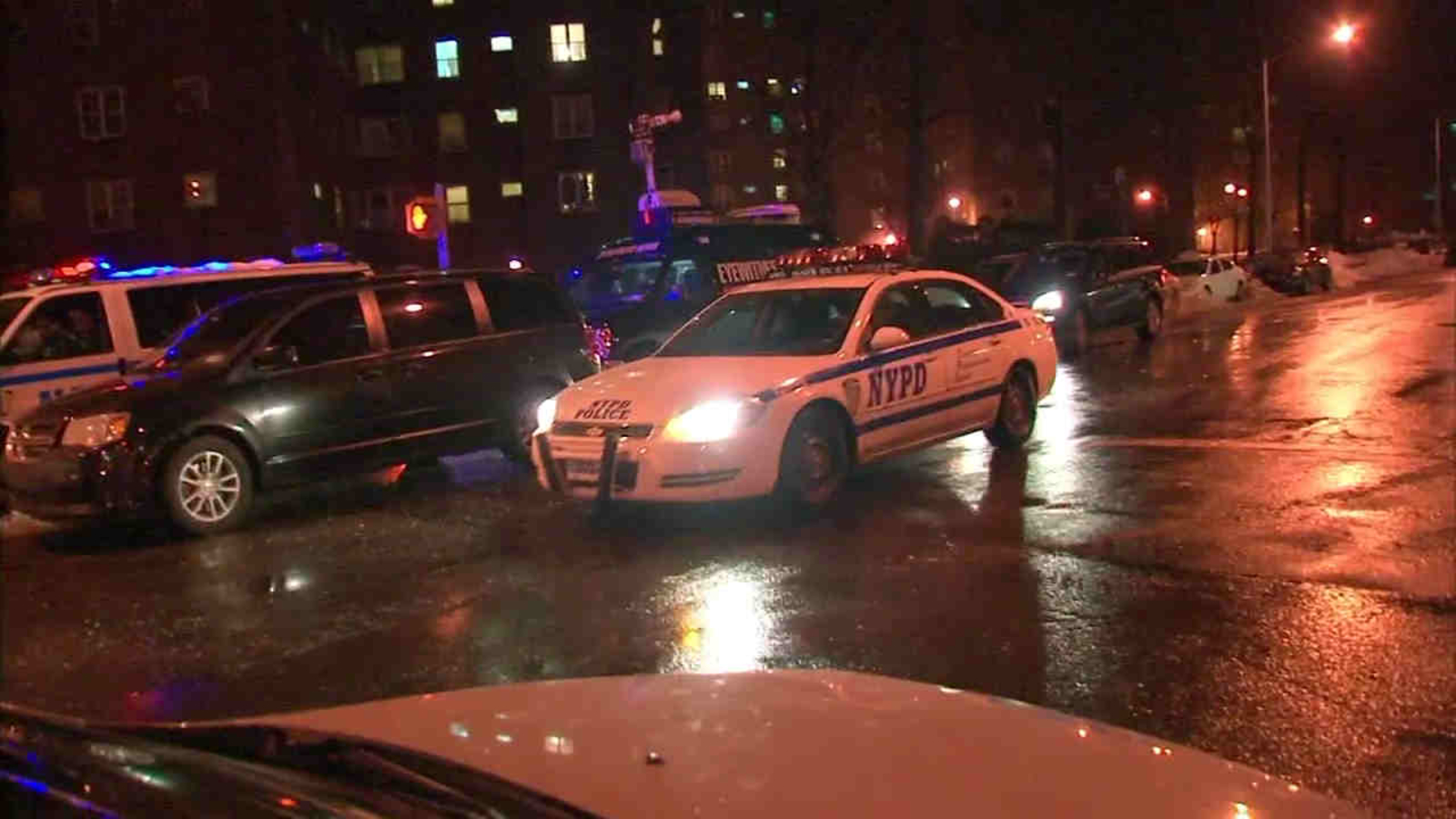 Nypd Man With Knife Shot By Police At East Village Apartment Building Abc7 New York