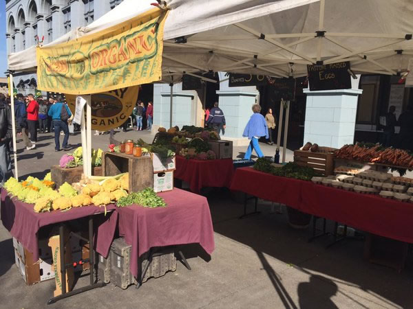 "<div class=""meta image-caption""><div class=""origin-logo origin-image none""><span>none</span></div><span class=""caption-text"">ABC7 News reporter Lyanne Melendez was at the Farmers' Market at the San Francisco Ferry Building Feb. 4, 2016 and vendors say Super Bowl 50 is negatively impacting their business. (KGO-TV)</span></div>"