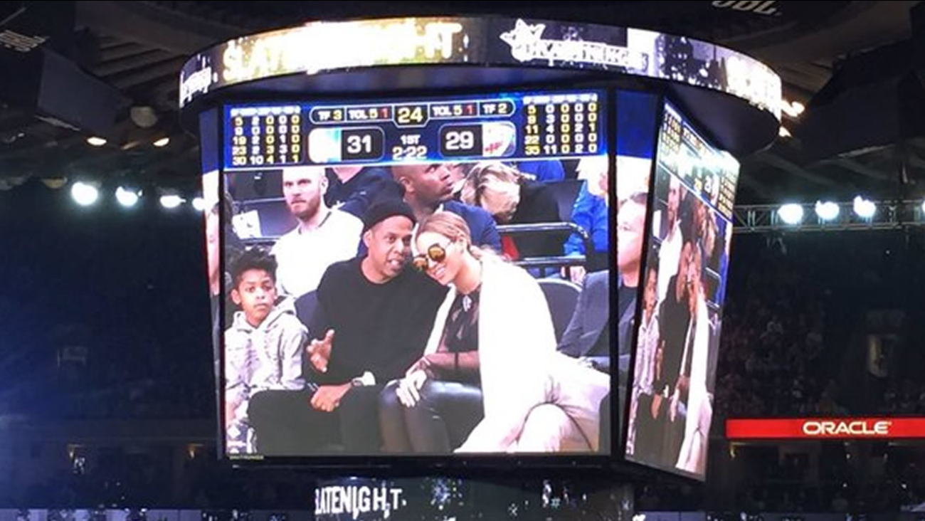Jay Z and Beyoncé are seen at the Warriors game