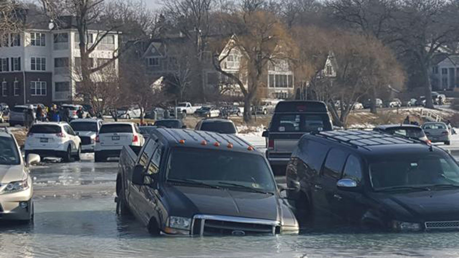 Tragic Fishing Accident In Lake Geneva >> That S Cold At Least 10 Cars Sink After Drivers Park On Frozen Lake