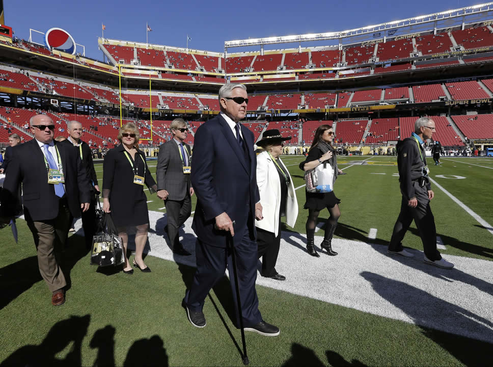 "<div class=""meta image-caption""><div class=""origin-logo origin-image none""><span>none</span></div><span class=""caption-text"">Carolina Panthers owner Jerry Richardson, center, walks on the field before the NFL Super Bowl 50 football game Sunday, Feb. 7, 2016, in Santa Clara, Calif. (AP Photo/David J. Phillip)</span></div>"