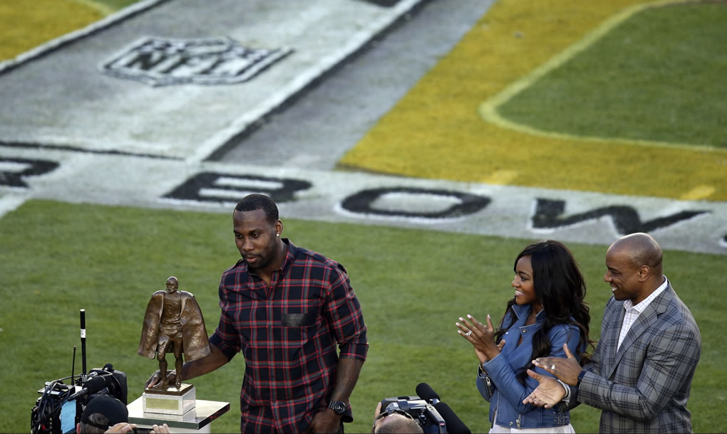 "<div class=""meta image-caption""><div class=""origin-logo origin-image none""><span>none</span></div><span class=""caption-text"">49ers wide receiver Anquan Boldin receives the 2015 Walter Payton Man of the Year before Super Bowl 50 between the Broncos and the Panthers on Feb. 7, 2016, in Santa Clara, Calif. (AP Photo/Charlie Riedel)</span></div>"
