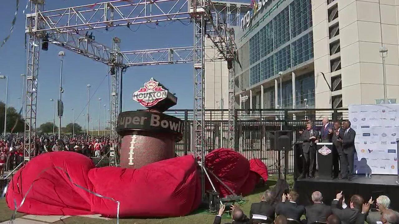 Super Bowl clock unveiled