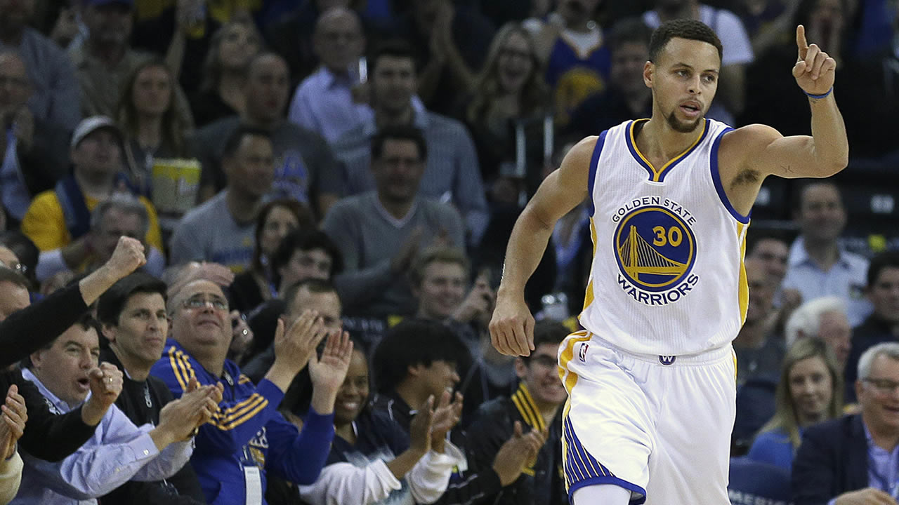 Golden State Warriors' Stephen Curry celebrates a score against the Miami Heat during the first half of an NBA basketball game, Monday, Jan. 11, 2016, in Oakland, Calif. (AP Photo/Ben Margot)