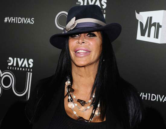 "<div class=""meta image-caption""><div class=""origin-logo origin-image none""><span>none</span></div><span class=""caption-text"">Angela Raiola, better known as Big Ang, arrives at ""VH1 Divas Celebrates Soul"" in New York (AP Photo/ Charles Sykes)</span></div>"
