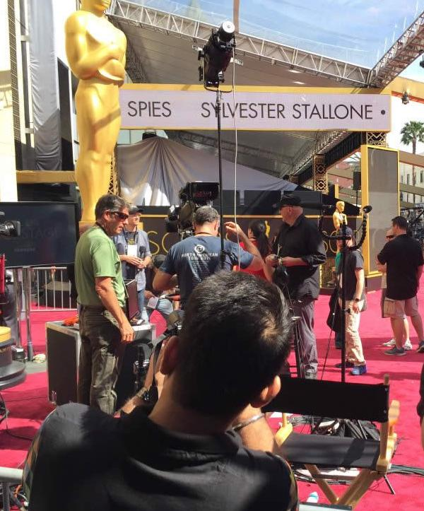 """<div class=""""meta image-caption""""><div class=""""origin-logo origin-image none""""><span>none</span></div><span class=""""caption-text"""">Selfies everywhere in front of Oscar and the red carpet at the Dolby Theater in Los Angeles on Saturday, February 27, 2016. (KGO-TV/Matt Keller)</span></div>"""