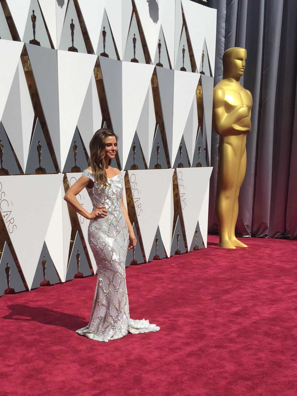 """<div class=""""meta image-caption""""><div class=""""origin-logo origin-image none""""><span>none</span></div><span class=""""caption-text"""">Photographers get their first celebrity, Maria Menounos, who arrives on the on the red carpet in Los Angeles on Sunday, February 28, 2016. (KGO-TV/Matt Keller)</span></div>"""