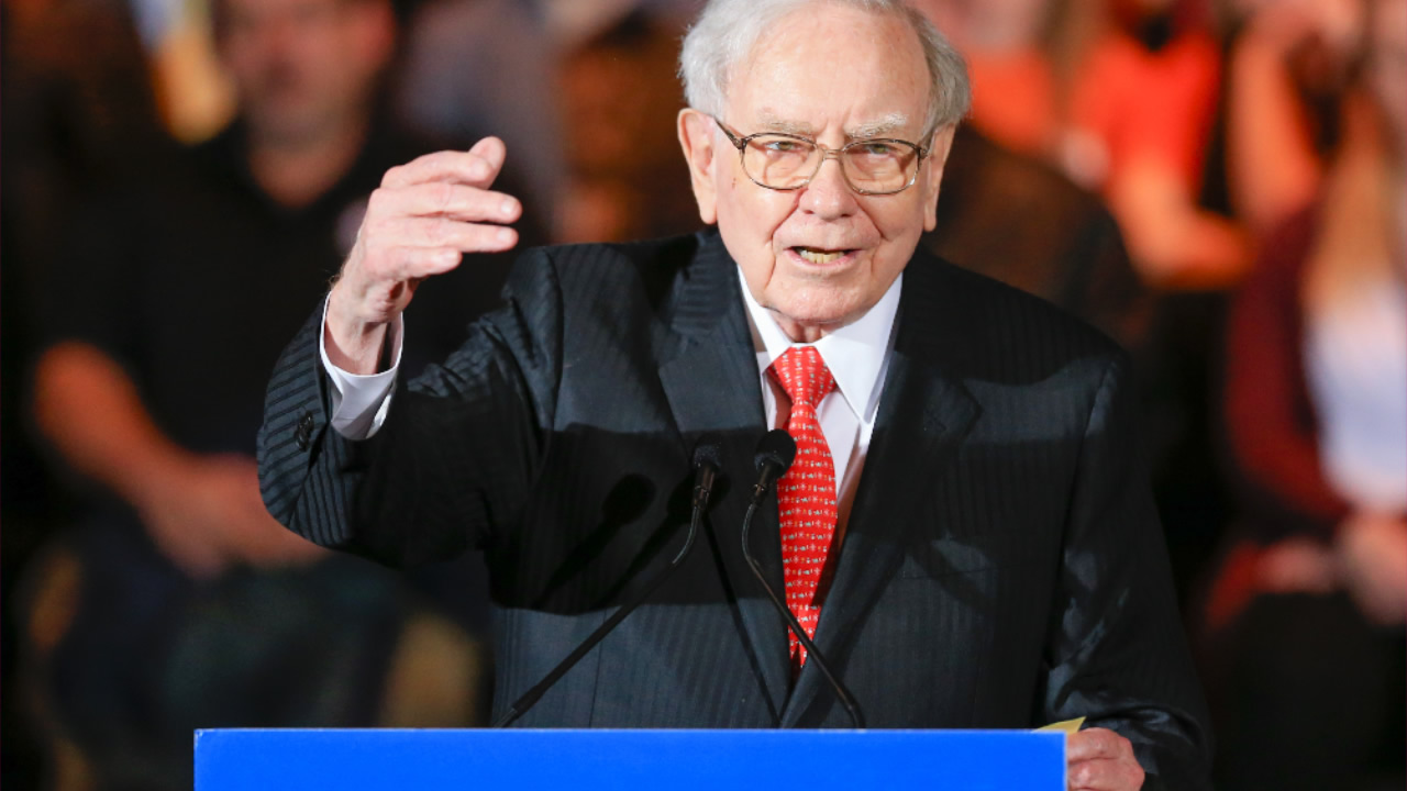 Billionaire investor Warren Buffett speaks at an election event for Democratic presidential candidate Hillary Clinton, in Omaha, Neb., Wednesday, Dec. 16, 2015.