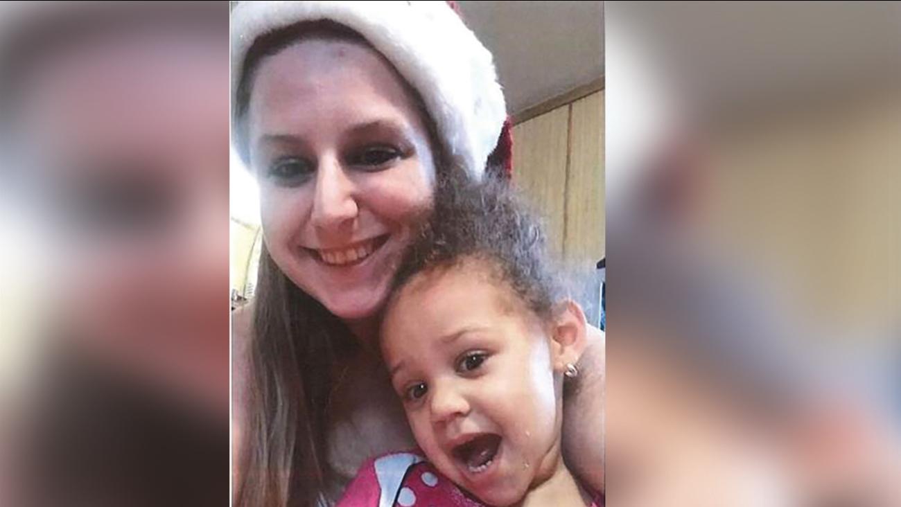 Sarah Kelly, 26, and her daughter, Raya Horton