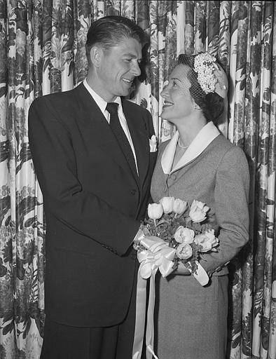 <div class='meta'><div class='origin-logo' data-origin='AP'></div><span class='caption-text' data-credit='AP'>U.S. Head of State wedding flowers fashion formal.</span></div>