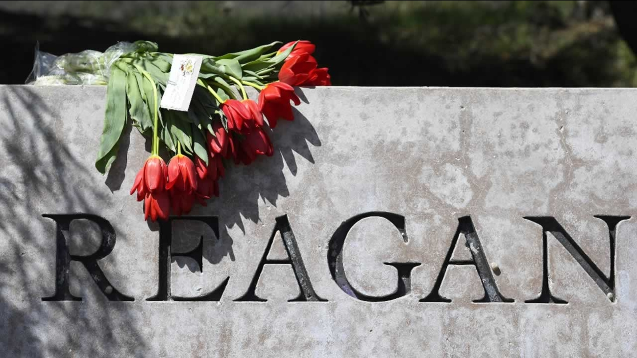 Flowers sit atop the sign at the entrance to the Ronald Reagan Presidential Library, Sunday, March 6, 2016, in Simi Valley, Calif.