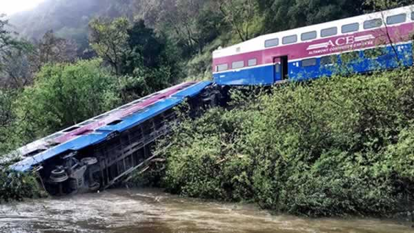"""<div class=""""meta image-caption""""><div class=""""origin-logo origin-image none""""><span>none</span></div><span class=""""caption-text"""">An ACE train that derailed near Sunol, Calif. is pictured on Tuesday, March 8, 2016. (Photo submitted to KGO-TV by Stefan Stifter/Twitter)</span></div>"""