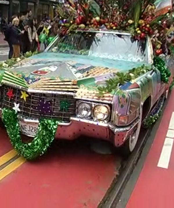"<div class=""meta image-caption""><div class=""origin-logo origin-image none""><span>none</span></div><span class=""caption-text"">A car decorated with Irish flare is seen during the San Francisco St. Patrick's Day Parade on Saturday, March 12, 2016. (KGO-TV)</span></div>"