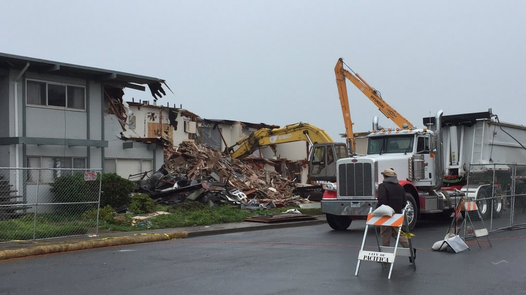 "<div class=""meta image-caption""><div class=""origin-logo origin-image none""><span>none</span></div><span class=""caption-text"">Demolition crews work to tear down a red-tagged apartment along the Pacifica coast on Saturday, March 12, 2016. (KGO-TV/Sergio Quintana)</span></div>"