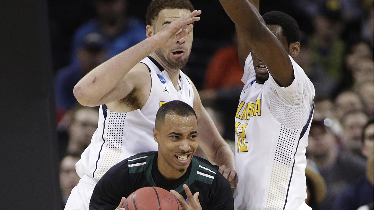 Hawaii guard Quincy Smith gets pressured by Cal center Kameron Rooks and forward Roger Moute a Bidias during a first-round NCAA Tournament game in Spokane, Wash., March 18, 2016. (AP Photo/Young Kwak)
