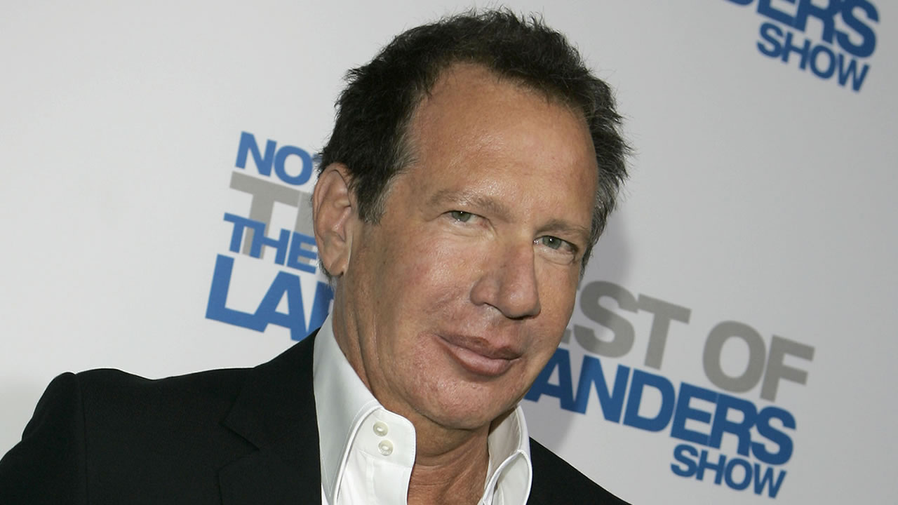 "Actor Garry Shandling arrives at the wrap party and DVD release for ""The Larry Sanders Show"" in Beverly Hills, Calif., Tuesday, April 10, 2007. (AP Photo/Chris Carlson)"