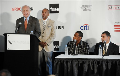 """<div class=""""meta image-caption""""><div class=""""origin-logo origin-image ap""""><span>AP</span></div><span class=""""caption-text"""">From left, NYC Fire Commissioner Nicholas Scoppetta, Warner Music Group EVP Kevin Liles, hip-hop singer and entrepreneur Shawn """"JAY-Z"""" Carter New York Governor David Patterson. (AP)</span></div>"""