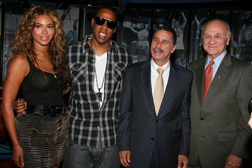 """<div class=""""meta image-caption""""><div class=""""origin-logo origin-image ap""""><span>AP</span></div><span class=""""caption-text"""">In this photo provided by StarPix, from left, Beyonce, Shawn """"Jay-Z"""" Carter, New York Governor David Patterson and New York Fire Commissioner Nicholas Scoppetta. (ASSOCIATED PRESS)</span></div>"""