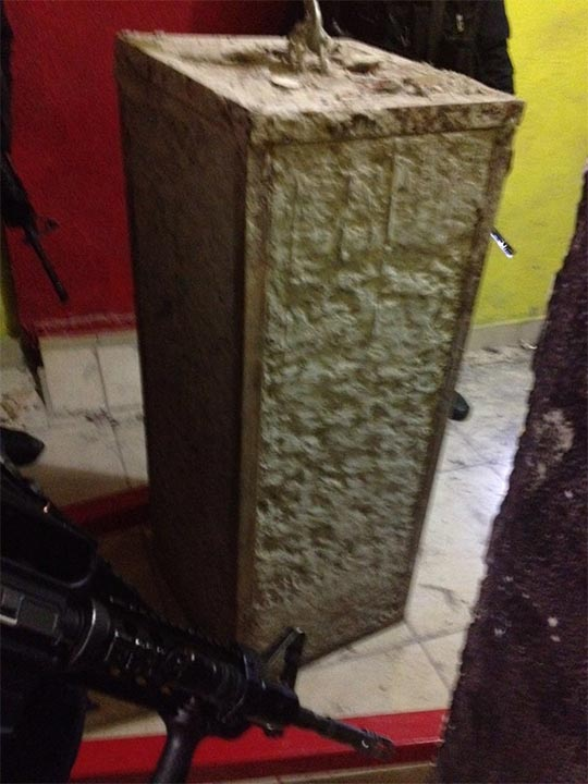 A large plug was found at the entry of the drug tunnel at a restaurant in Mexico.