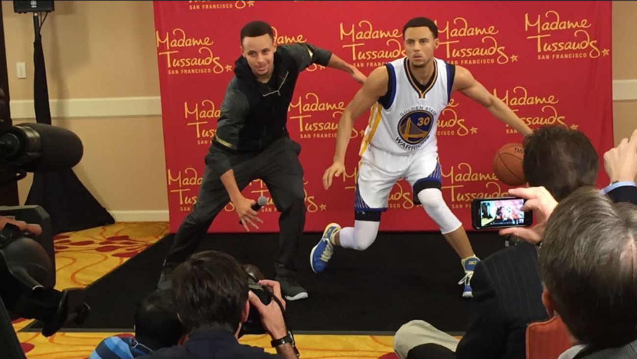 Golden State Warriors' Steph Curry poses with a wax statue created in his likeness for Madame Tussauds San Francisco March 24, 2016 in Oakland, Calif.