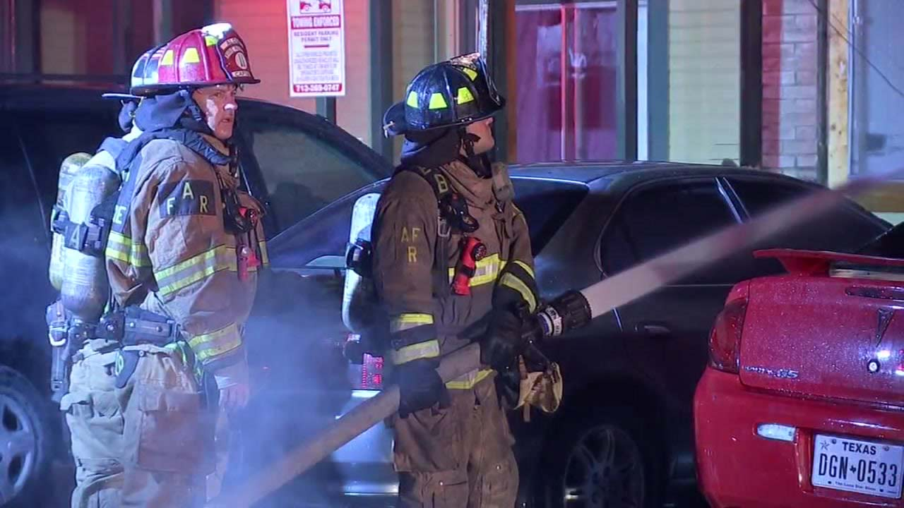 Two-alarm fire guts apartments, vehicles in N. Harris County | abc13.com