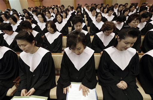 "<div class=""meta image-caption""><div class=""origin-logo origin-image none""><span>none</span></div><span class=""caption-text"">South Korean Christians prayat Kwanglim Church in Seoul, South Korea. Participants prayed for peace and the nuclear-free Korean peninsula. (AP Photo/Ahn Young-joon) (AP)</span></div>"