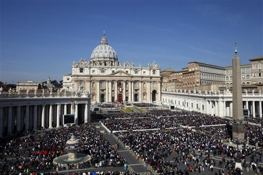 """<div class=""""meta image-caption""""><div class=""""origin-logo origin-image none""""><span>none</span></div><span class=""""caption-text"""">Faithful gather in St. Peter's Square during the Easter mass celebrated by Pope Francis at the Vatican, Sunday, March 27, 2016. (AP Photo/Gregorio Borgia) (AP)</span></div>"""