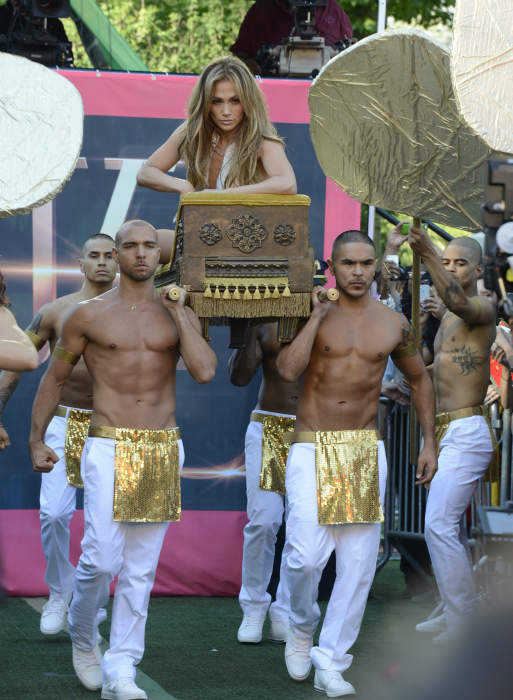 """<div class=""""meta image-caption""""><div class=""""origin-logo origin-image """"><span></span></div><span class=""""caption-text"""">Jennifer Lopez performs live as part of the GMA Summer Concert Series from Central Park in New York on 6/20/14.  (ABC/Ida Mae Astute) (ABC Photo/ Ida Mae Astute)</span></div>"""