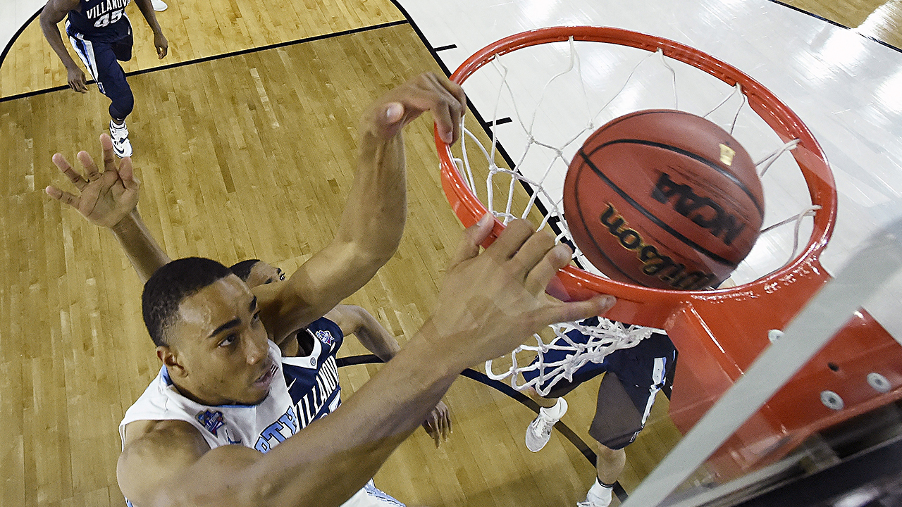 North Carolina's Brice Johnson dunks the ball against Villanova during the first half.