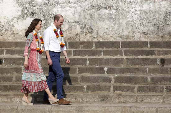 "<div class=""meta image-caption""><div class=""origin-logo origin-image ap""><span>AP</span></div><span class=""caption-text"">The Duke and Duchess of Cambridge, Prince William, and his wife, the former Kate Middleton, arrive at the Banganga Water Tank in Mumbai, India (AP Photo/Rajanish Kakade)</span></div>"