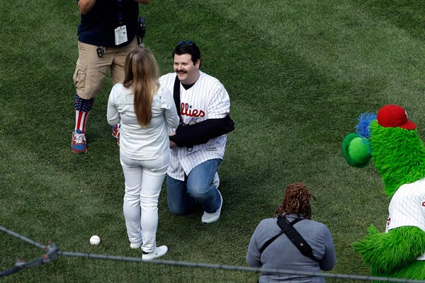 """<div class=""""meta image-caption""""><div class=""""origin-logo origin-image ap""""><span>AP</span></div><span class=""""caption-text"""">Philadelphia Police Officer Jesse Hartnett proposes to Lily Abdullina ahead of the Philadelphia Phillies home opening day baseball game against the San Diego Padres. (AP Photo/Matt Rourke)</span></div>"""